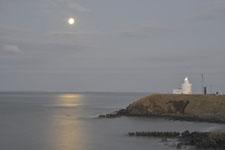 納沙布岬の灯台と月の画像002