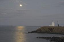 納沙布岬の灯台と月の画像003